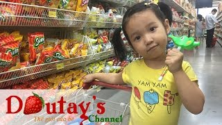 Baby doing grocery shopping at VinMart - Mini cart