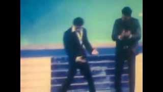 Bollywood King Shah Rukh Khan o Kolkatar hero Dev ek stage perform korlen.