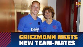 Antoine Griezmann meets his new teammates