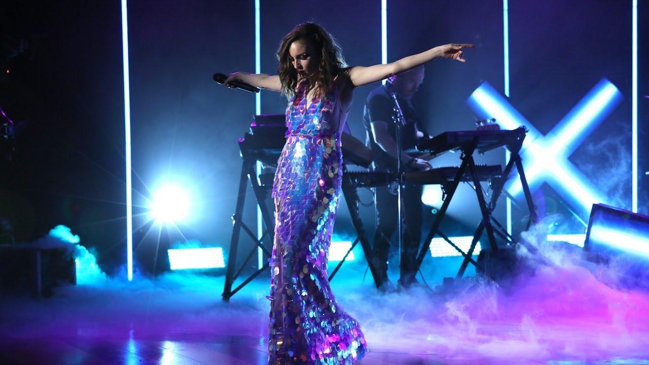 "CHVRCHES - 米The Ellen Showにて新譜「Love Is Dead」から""Miracle""をスタジオライブで披露 映像を公開 thm Music info Clip"