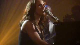 "Alicia Keys performs live ""If I ain"