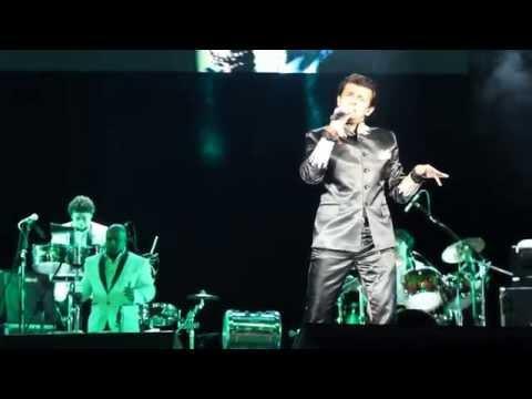 In Lamhon Ke Daaman Mein - Sonu Nigam Live HD