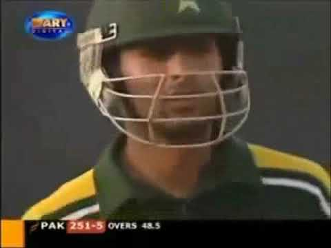 Shoaib Malik 82 on 41 vs South Africa (6s ki barsaat).wmv
