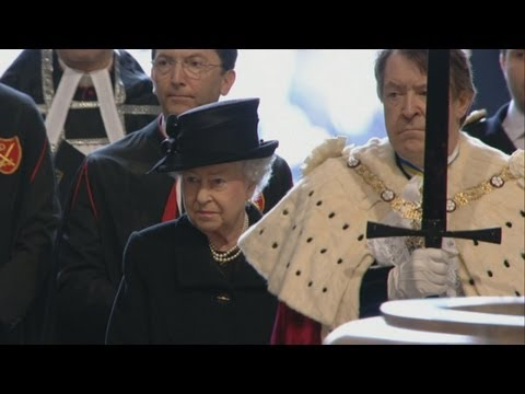 Queen arrives at Margaret Thatcher's funeral