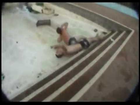 Nahas Lompat Dalam Kolam Kering