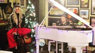 Avril Lavigne - Tell Me It's Over (Live at Ryan's Living Room)