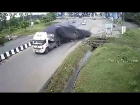 Acident Caught on CCTV Footage - Today Facebook