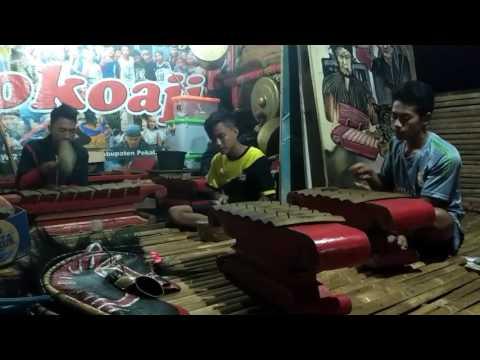 Kreasi seni tradisional musik paguyuban soko aji