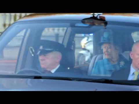 Queen Elizabeth II is coming home in her Bentley - Buckingham Palace