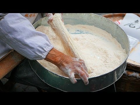 Chinese Street Food - Crispy Dragon Beard Candy 龍鬚糖 / 龙须糖