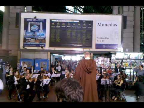 Thumb Star Wars Symphony in Retiro Train Station