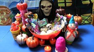Happy Halloween Surprise   Mở Đồ Chơi Bất Ngờ Care Bear, Spongebob, Pet Shop, Play-Doh trứng bất ngờ
