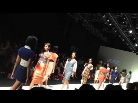 Ong Shunmugam show at Singapore Fashion Week 2015 - Finale Walk