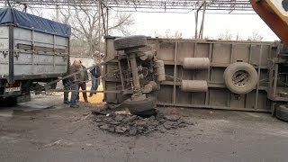 Инцидент на ХПП, камаз зерновоз перевернулся  (incident on the cereal company, truck crash)