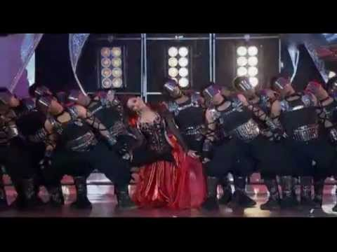 HQ: Aishwarya Rai Bachchan LIVE Performance @ Zee Cine Awards 2011