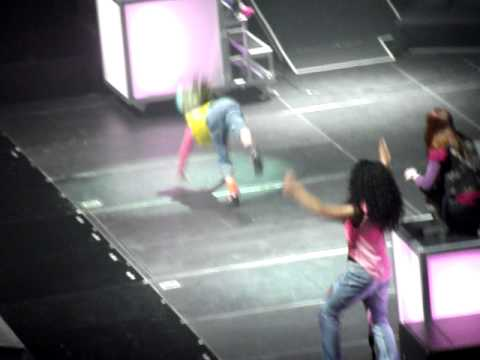 willow smith dance off - birmingham 4th march 2011!