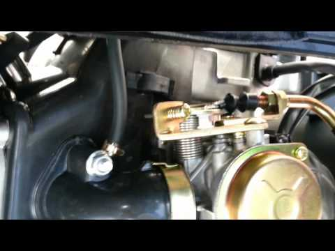 Scooter carburetor accelerator pump adjustment