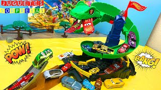 HOT WHEELS CITY 🐍 COBRA CRUSH CHALLENGE DISNEY CARS Carros de Carrera para niños  Pista de Coches