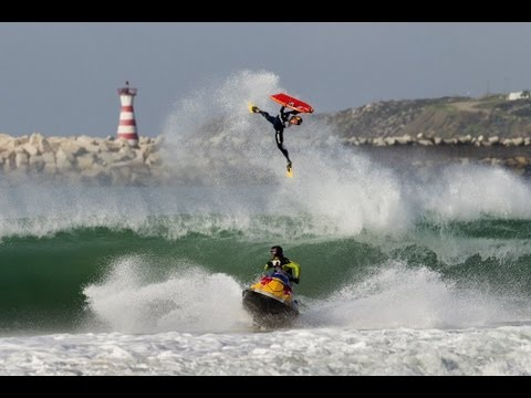 Bodyboard vs Surf - Red Bull Tow Out Session