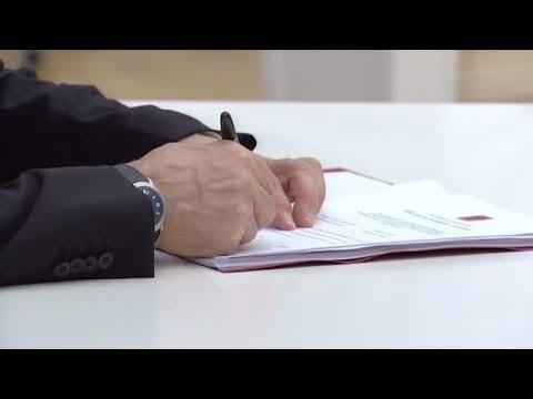Putin Signs Laws Annexing Crimea