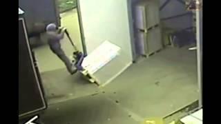 [pallet truck fail] Video