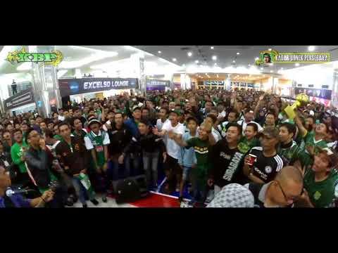 Chant SUARA BONEK Menggema di DBL Arena saat Nobar Persebaya vs Martapura