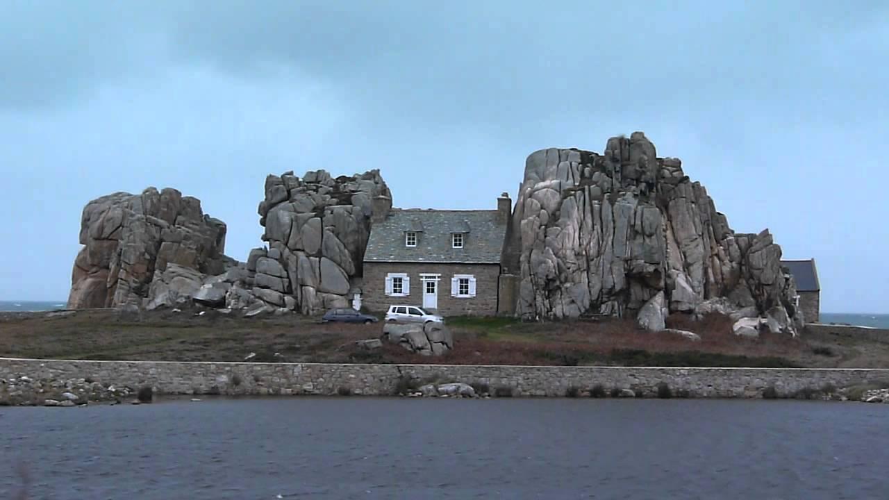 La maison entre les rochers de plougrescant c tes d 39 armor youtube - Maison entre les rochers ...