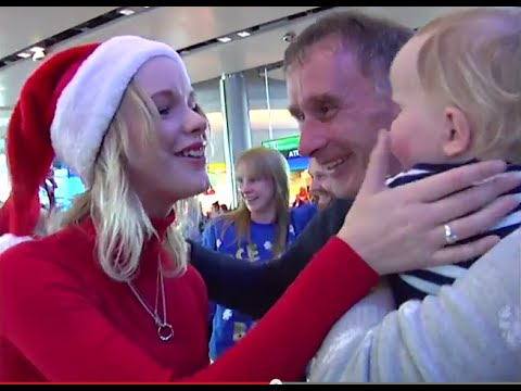 Dublin Airport: O'Connor family Christmas surprise