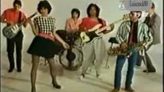Watch Waitresses I Know What Boys Like video