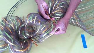 How to make a Pretty Holiday Wreath part 1