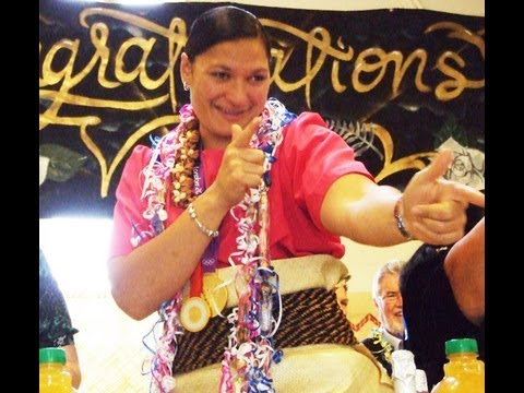 Valerie Adams celebrates her Olympic 2012 Gold Medal with her Tongan kāinga
