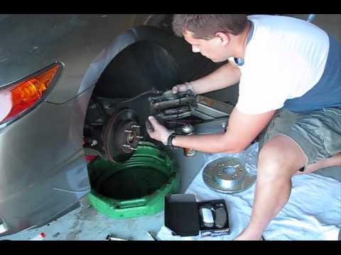 How to replace brake pads and rotors on Honda Civic 2007 part 1