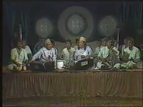 Sabri Brothers-Mera Koi Nahi hei Tere Siva-13.flv