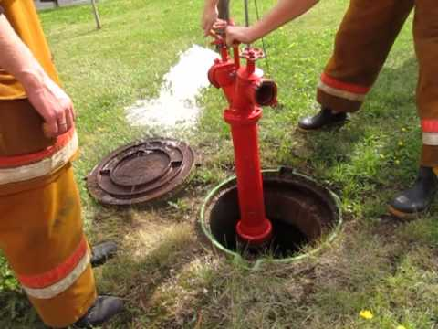 Пожарный гидрант в колодце: