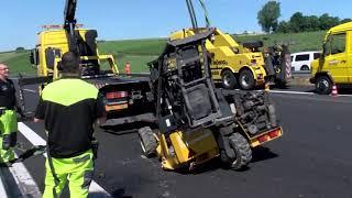 Unfall auf A6: Anhänger umgekippt – mehrere Kilometer Stau