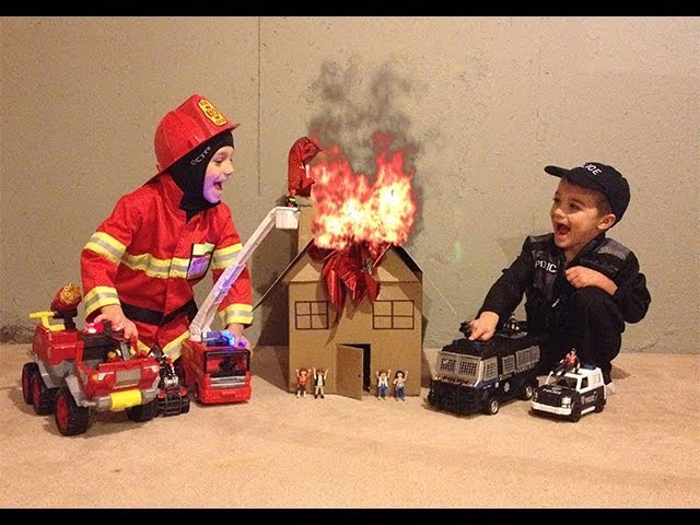 FIRE FIRE FIRE!!! Firefighter and Police Rescue toys in action! HD