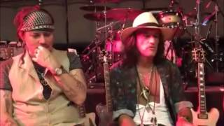 Chat with Hollywood Vampires