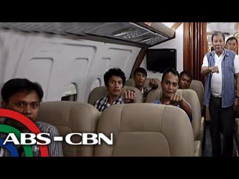 Pinarangalan ni Pangulong Rodrigo Duterte ang mga sundalong sugatan mula sa bakbakan sa Marawi. Ipinagamit din ng Pangulo ang kaniyang presidential plane sa siyam na sugatang sundalo. Subscribe...
