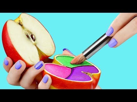 17 Weird Ways To Sneak Makeup Into Class / Back To School Pranks thumbnail
