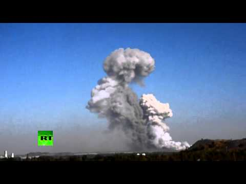 RAW: Massive blast devastates Donetsk munitions factory in E. Ukraine