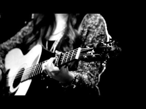 Maddi Jane - Sing/A Sky Full Of Stars (Official Music Video)