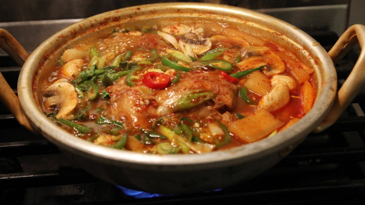 Spicy fish soup (maeuntang) - YouTube