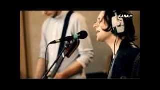 The Maccabees - Hearts That Strangle