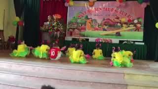 Tiết mục múa chào mừng 20 - 11 của các em trường mầm non Đại Tập - thôn Minh Khai.