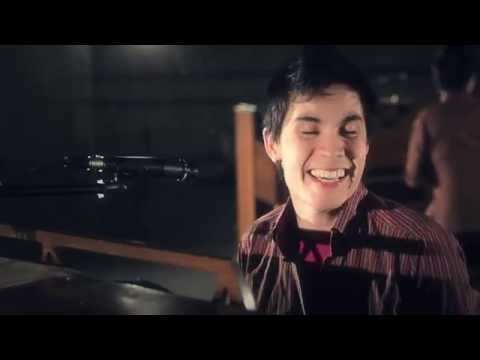 Moves Like Jagger (Maroon 5) - Sam Tsui & Kurt Schneider