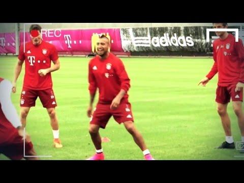 Douglas Costa outshines Vidal in Bayern's nutmeg duel