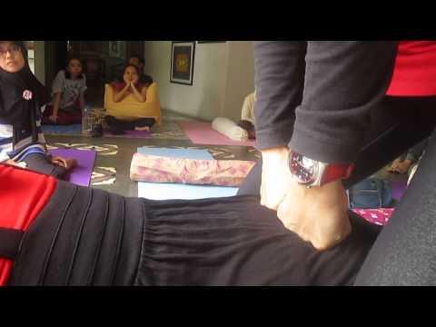 Senam Yoga Untuk Sakit Pinggang :: VideoLike