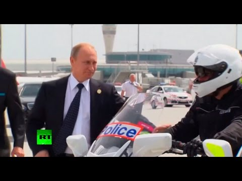 RAW: Putin shakes hands with Aussie motorcycle cops before boarding for G20 exit