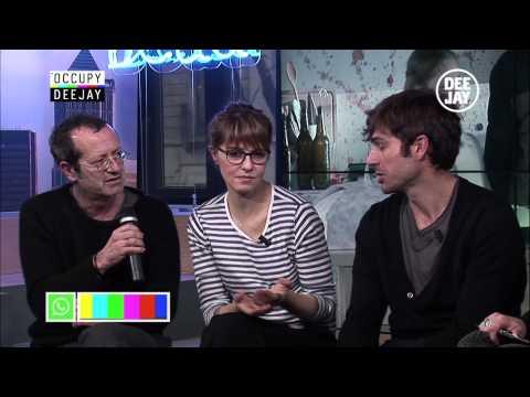 Occupy Deejay con il cast di Un boss in salotto e con Claudio e Diego Abatantuono