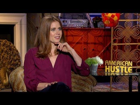 Amy adams talks jennifer lawrence kiss in american hustle for American hustle bathroom scene